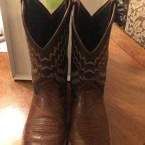 PREOWNED BOYS SIZE 5 ARIAT BOOTS